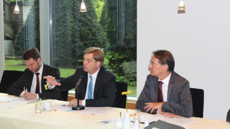 Der Parlamentarische Staatssekretär Enak Ferlemann bei der AG Kommunalpolitik