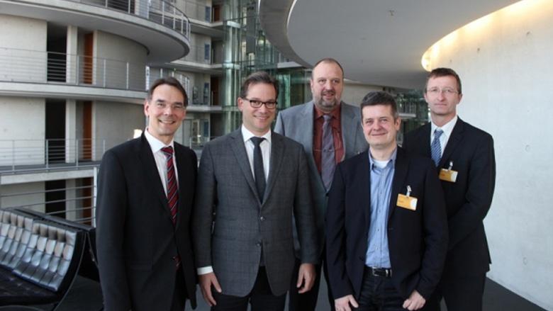 Ingbert Liebing, MdB mit dem Parlamentarischen Staatssekretär Florian Pronold, MdB, Manfred Uekermann, Martin Seemann und Burkhard Jansen (von links nach rechts)