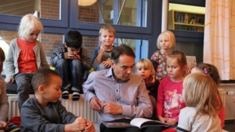 Ingbert Liebing, MdB liest für Kita-Kinder